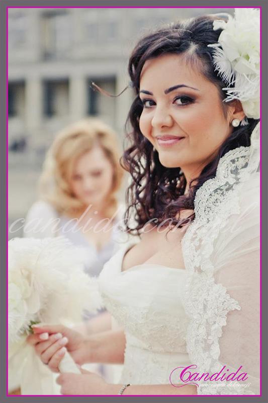 wiązanka ślubna z piwonii, kryza z  piór, wiązanki ślubne, bukiety ślubne